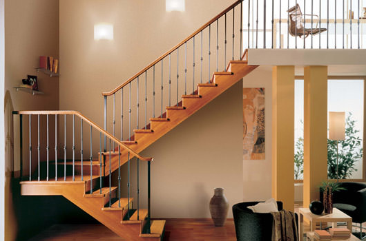 Indoor wooden staircase rintal gara for Rivestire una scala in legno